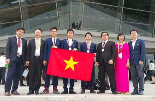 Vietnam wins three gold medals at International Chemistry Olympiad 2017