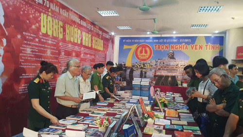 Hanoi Library displays books and newspapers