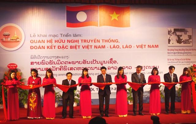 Exhibition on Vietnam-  Laos special relations in Hanoi