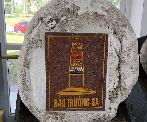 21 pieces of stones on Vietnam's sovereignty over Truong Sa on display in Hanoi