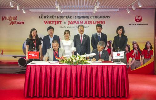 Japan Airlines, Vietjet sign deal to promote flights to Japan
