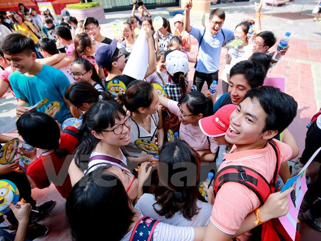 Hanoians share love in International Free Hugs Day
