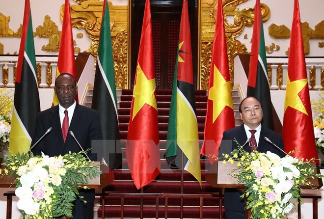 Mozambique calls for Vietnam's investment at PMs' talks