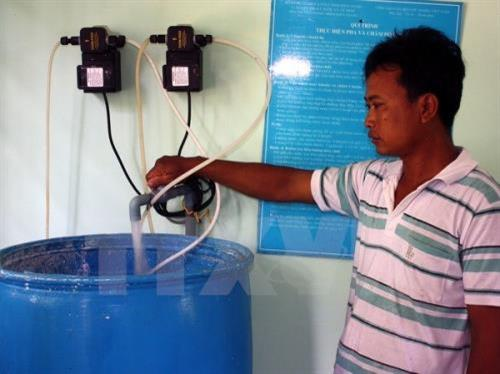 Tra Vinh province gives water support to poor Khmer families