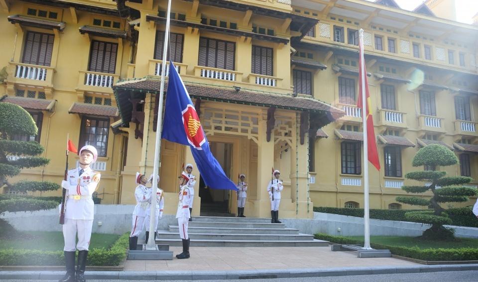Vietnam organizes ASEAN flag hoisting