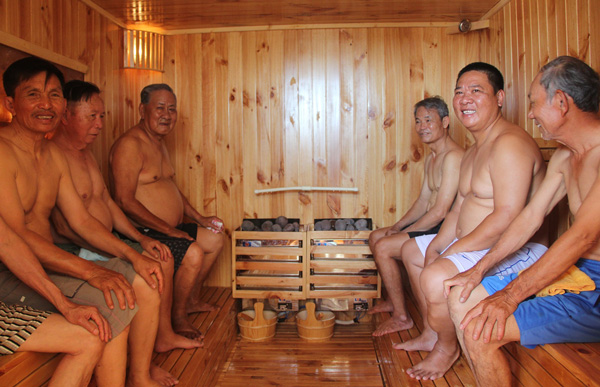 Lam Dong province puts into operation detoxification steam bath centre for AO victims