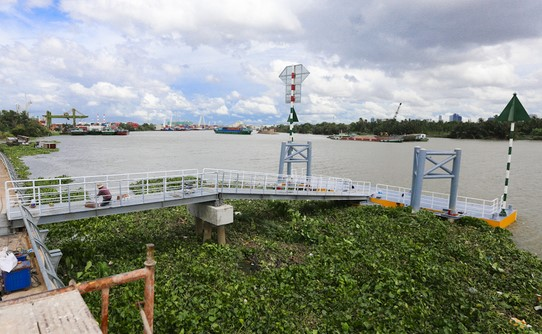 Ho Chi Minh city to put river bus into operation