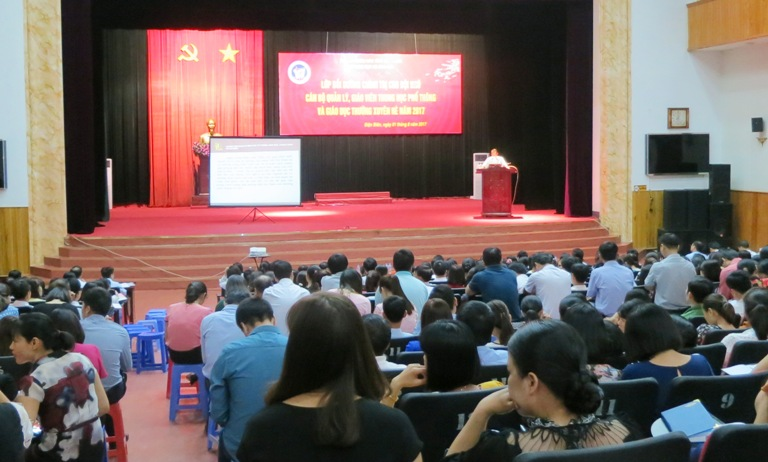 Political training course for 1,200 educational managers and teachers in Dien Bien