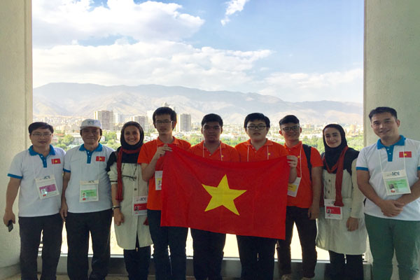 Vietnam wins one gold and two bronze medals at International Informatics Olympiads 2017
