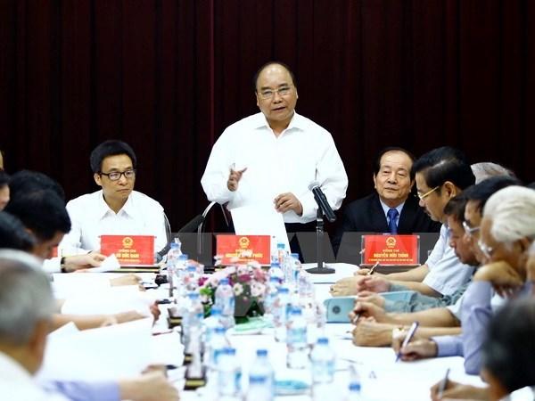 Prime Minister Nguyen Xuan Phuc praises patriotism of writers, artists