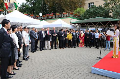 Vietnamese Embassy in Czech Republic organizes ASEAN flag hoisting ceremony
