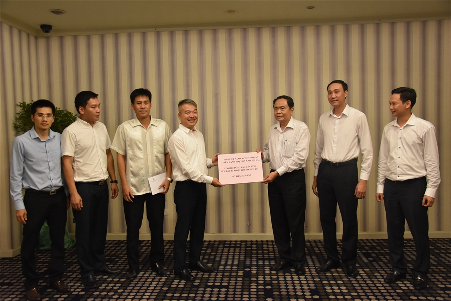 Vietnamese Embassy in Laos raises funds to support flood victims
