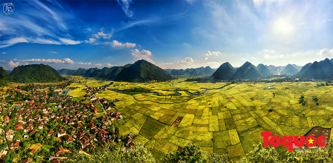 Contemplating Bac Son Valley as rice harvest approaches