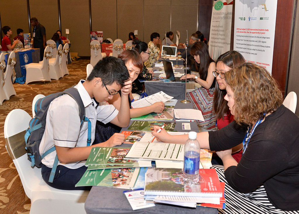 US graduate education fair in Hanoi