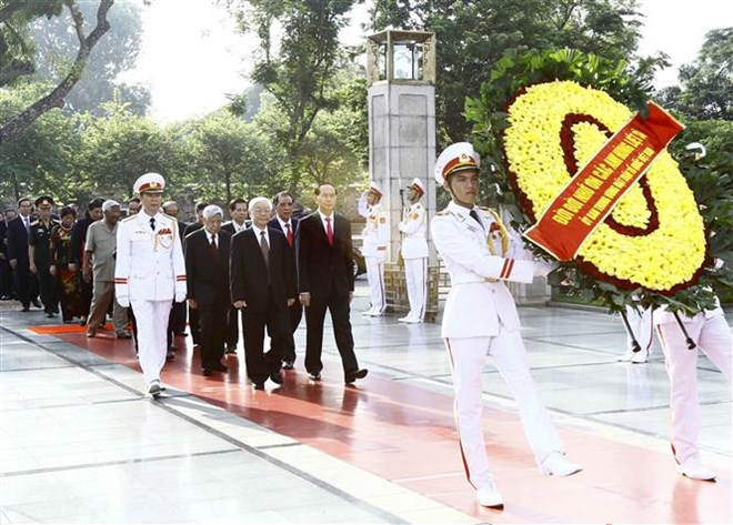 National leaders pay tribute to late leader, martyrs on National Day