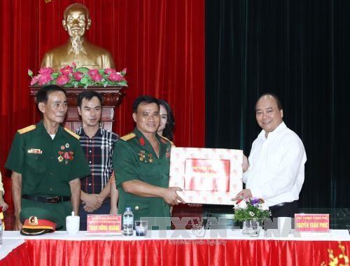 PM Nguyen Xuan Phuc visits war invalid-run firm in Hai Phong
