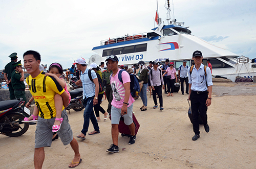 About 2,500 visit Ly Son island district on holiday