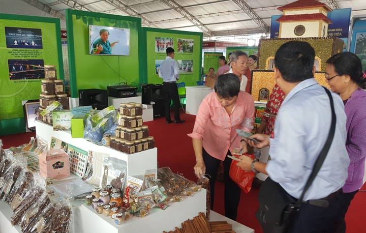 AgroViet 2017 attracts 300 booths
