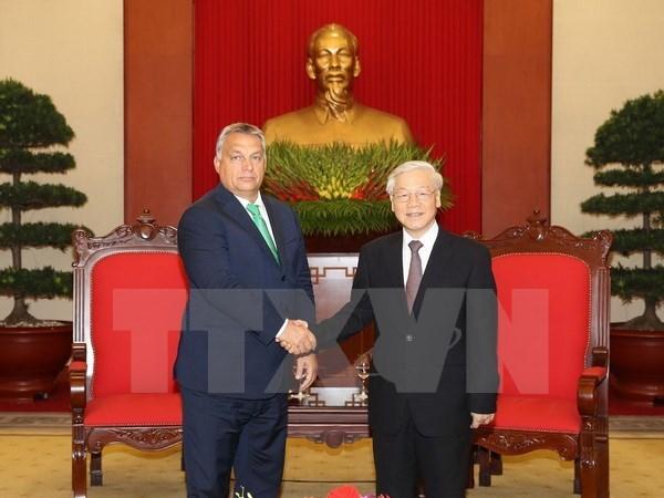Party General Secretary Nguyen Phu Trong hosts Hungarian PM