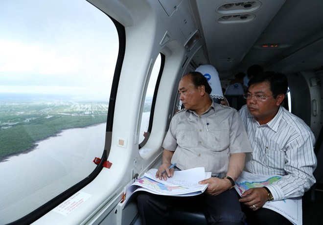 PM takes helicopter tour of climate change-hit areas in Mekong Delta