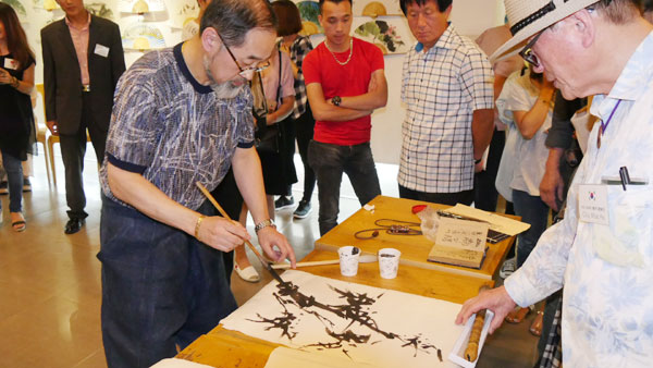 Calligraphy exhibition and world peace arts exchange 2017 in Hanoi