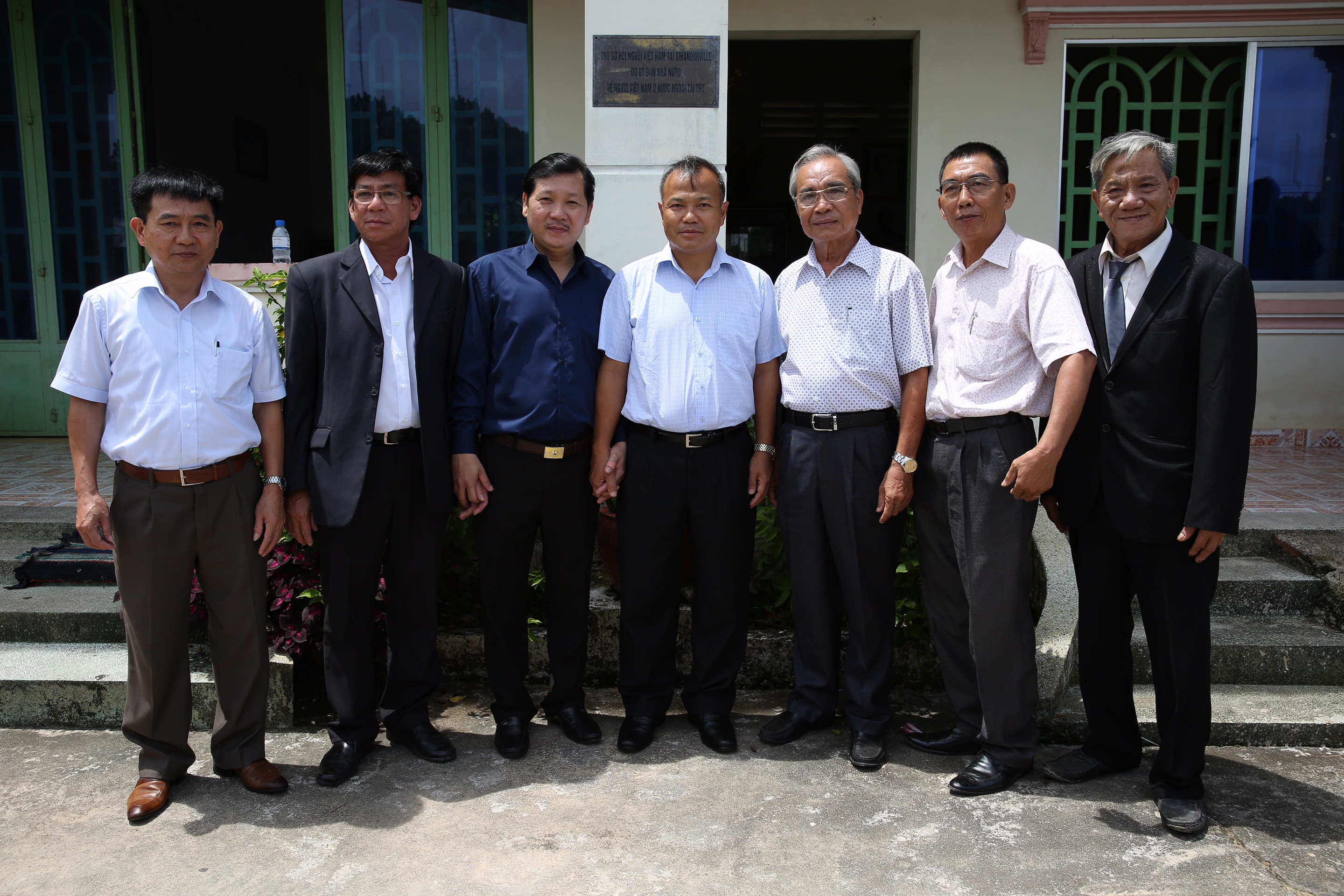 Overseas Vietnamese in Cambodia supported to solve troubles