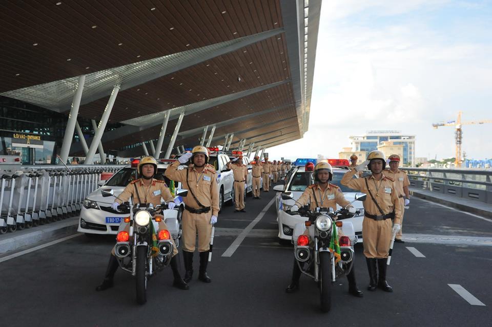 Hanoi traffic police actively serve APEC