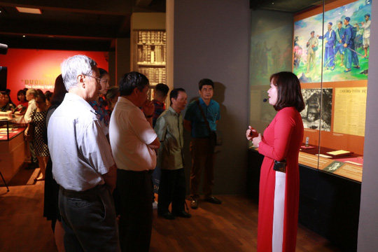 "First print of ""Duong Kach menh"" displayed in Hanoi"