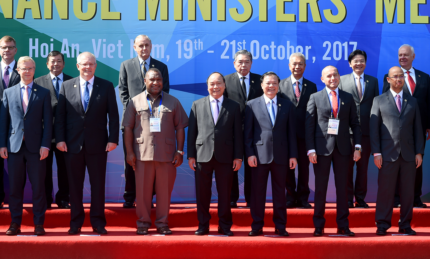 PM calls for strengthening policy coordination among APEC economies