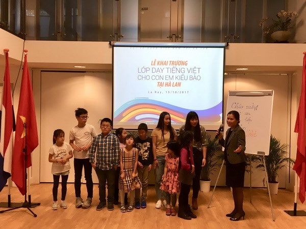 First Vietnamese class for OV kids in Netherlands