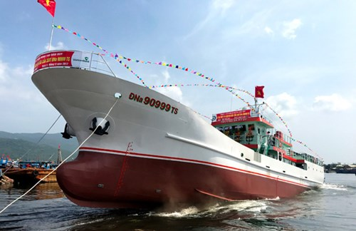 Truong Sa MT.01 fishing logistic service ship launched in Da Nang