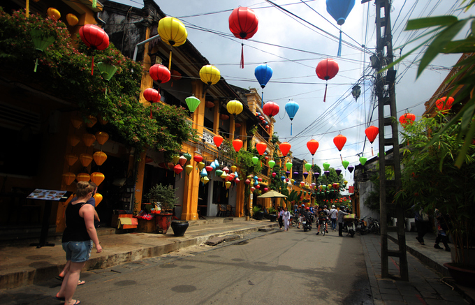 Destinations in Hoi An city welcome spouses of APEC member economies' leaders