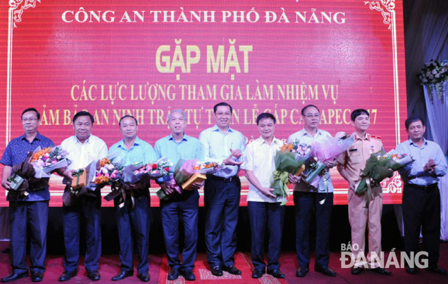Da Nang city honours armed forces for successfully protecting APEC