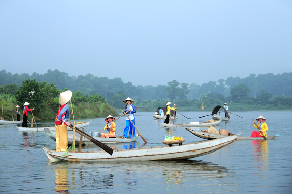 Cai Rang floating market to be recreated in Hanoi