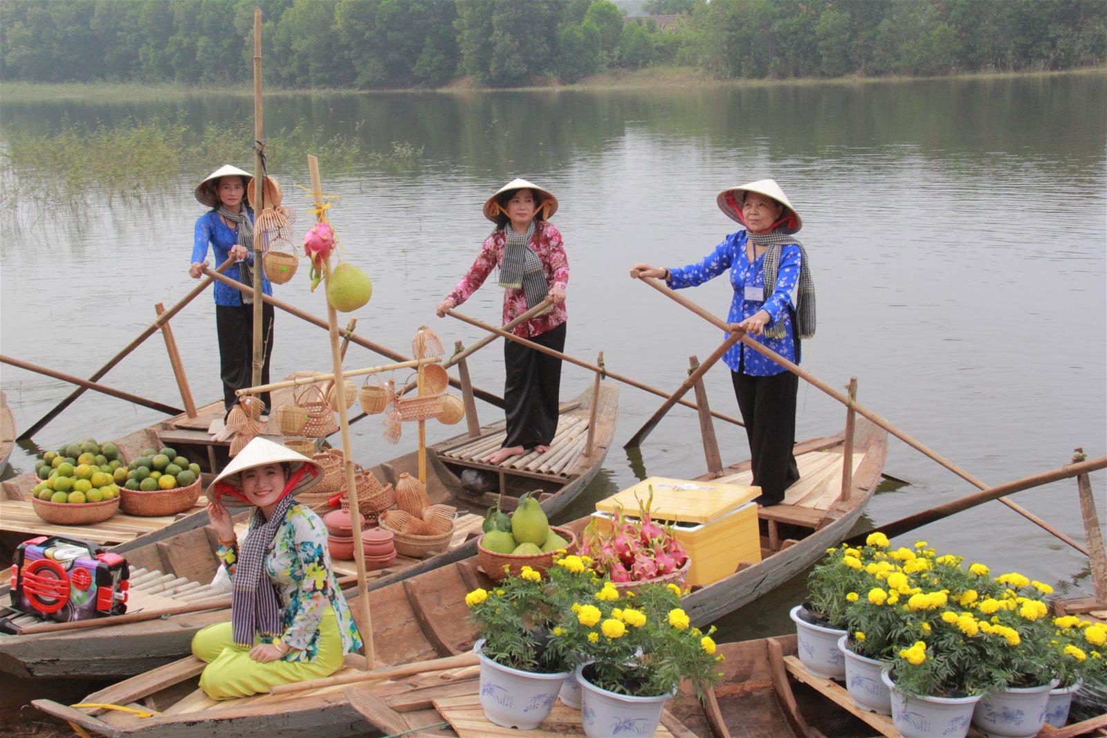 Cai Rang floating market recreated in Hanoi