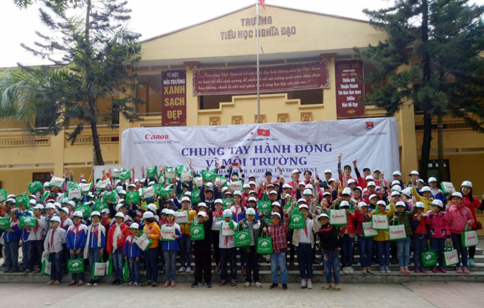 """Hand in hand for a green environment"" in Bac Ninh province"