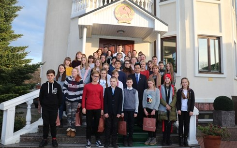 Vietnamese Embassy organizes exchange with Ukrainian teachers and students