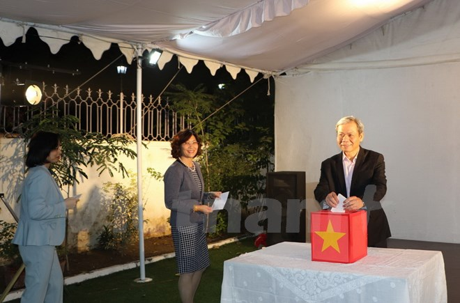 Vietnamese Embassy in India donates to support domestic flood victims