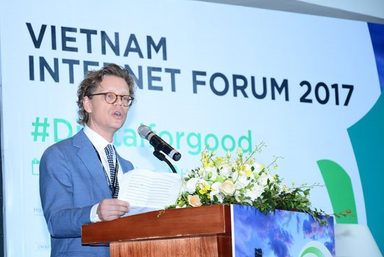Vietnam Internet Forum discusses smart cities and social media