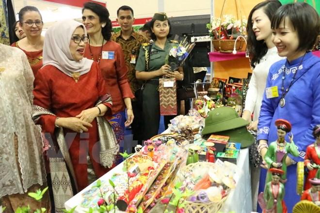 Vietnam participates in international charity bazaar in Indonesia