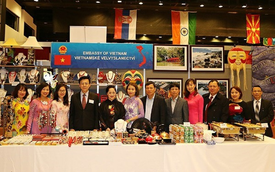 Vietnam participates in International Christmas Bazaar in Prague