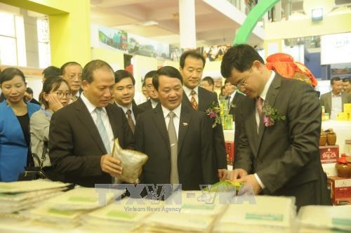 Deals worth USD258 million inked at Vietnam-China trade fair