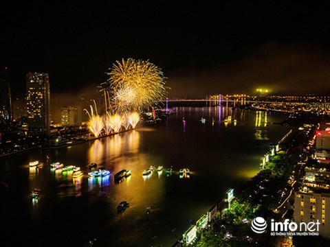 Da Nang organizes fireworks display in celebration of APEC