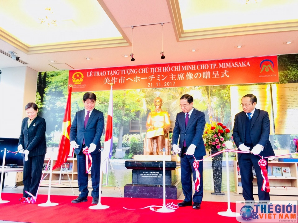 Ho Chi Minh statue presented to Japan's Mimasaka city