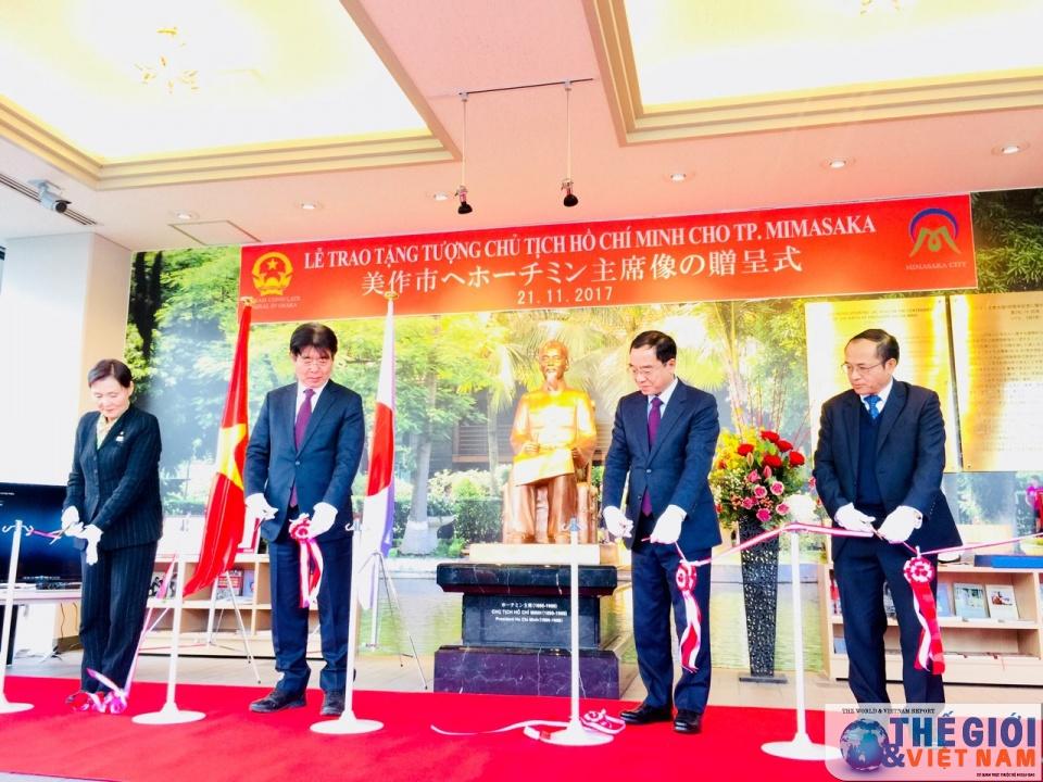 Ho Chi Minh statue presented to Japan's Mimasaka city