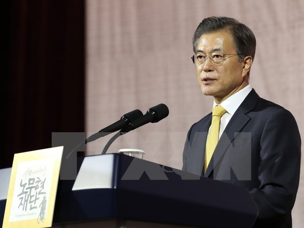 RoK President Moon Jae-in meets Singapore PM Lee Hsien Loong