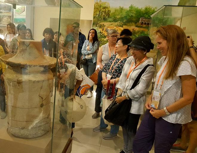 Spouses of ABAC delegates visit Da Nang Museum