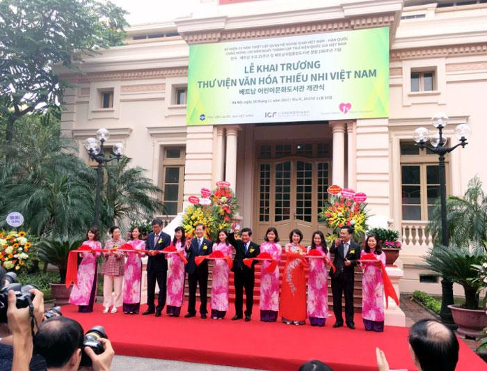 Nation's first international-standard library complex opens in Hanoi
