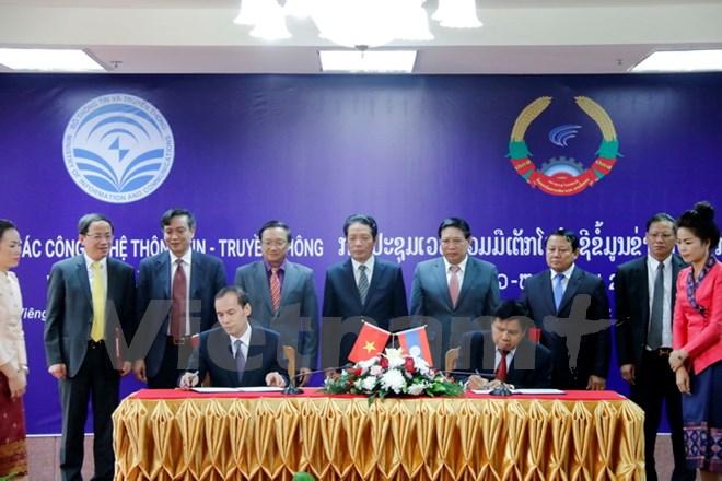 Vietnam-Laos ICT cooperation forum held in Vientiane