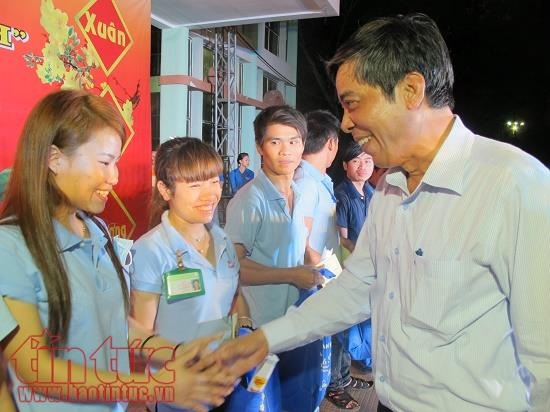 Ho Chi Minh city gives assistance to laborers for 2018 Tet festival